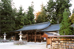 拝殿(昭和50年建立)
